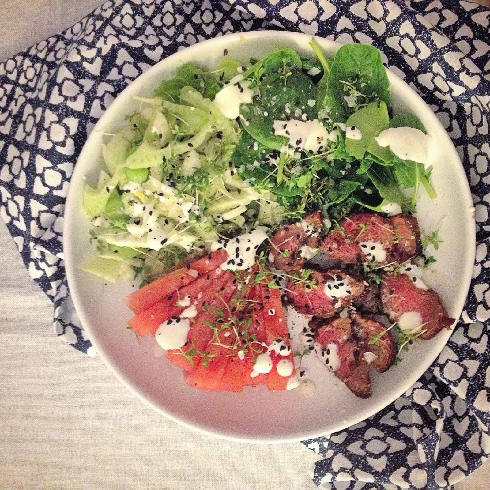Roastbeef mit Wassermelone, Fenchel und Spinat