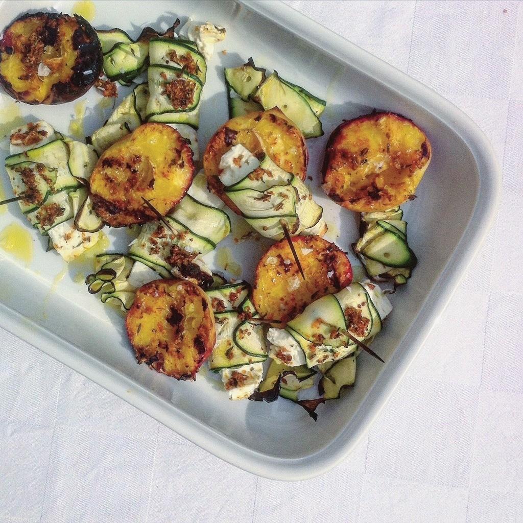 Feta und Zucchini Päckchen mit Pfirisch BBQ