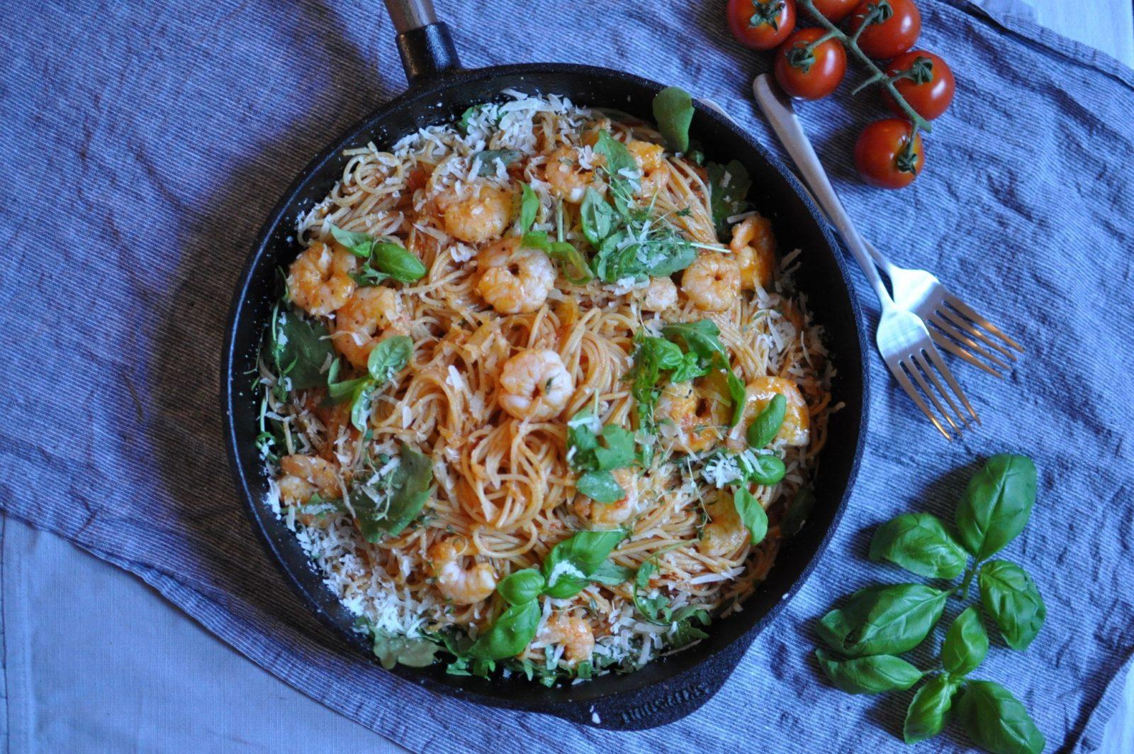 Pasta mit Tomaten und Shrimps